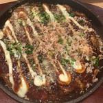 鉄板焼 薩摩ホルモン舗 - 野菜たっぷりお好み焼き