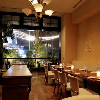 様々な表情を持つレストラン。会食やビジネスシーンにもご利用可
