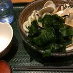 Hanamaruudon - 「はまぐりうどん」小!             盛り盛りワカメと殻入れ容器付きです。