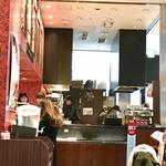 ラ ブティック ドゥ ジョエル・ロブション - 店内  購入カウンター