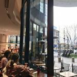 ラ ブティック ドゥ ジョエル・ロブション - 店内カウンター席