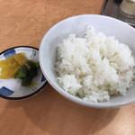 ラーメン藤 - 料理写真:セットのご飯と漬物