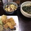 Nikujuuudonkouchiya - 料理写真:肉汁うどん(700円)と天ぷら盛り合わせ(300円)