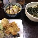 肉汁うどん こうち屋 - 料理写真:肉汁うどん(700円)と天ぷら盛り合わせ(300円)