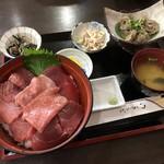 魚喰いの大間んぞく - 3色マグロ丼+マグロ胃袋酢みそ和え