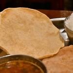 南インド料理ダクシン - 【南インド肉料理ミールズ@2,050円】パパド
