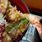 泰弘膳 - 4種類の天ぷらがのっています。