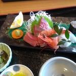 ダイニングカフェ846 - 刺身定食の刺身・車海老もあります!