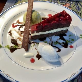 シュバルツバルト - 料理写真:シュバルツバルダーキルシュスペシャル(黒い森のチェリーケーキとピスタチオのアイスクリーム)