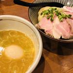 麺屋NOROMA - スープは超アツアツで、湯気がモウモウなんですよ! うっまーーーヽ(´▽`)/