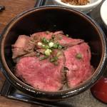 101574876 - 村上牛炙り丼・鮭親子丼セット(村上どんぶり合戦開催中限定メニュー)