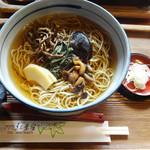 紅葉屋 - 山菜そば…1200円