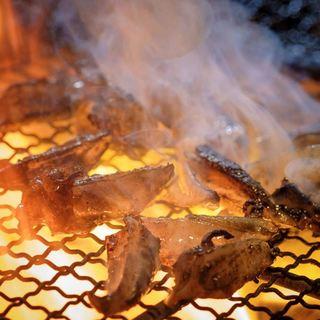 【宮崎地鶏】ジューシーかつ深い味「本格地鶏」をどうぞ。