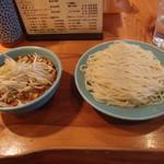 つけそば屋 麺楽 - 料理写真:特つけ+野菜