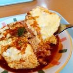 ぶ~にや - ぶ~にゃ@佐呂間町 トロトロオムライス・デミソース・チーズ入り・大盛り スプーンですくって