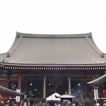 浅草メンチ - 浅草寺 天気悪くてもコミコミ