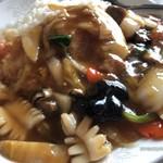 101586262 - 五目あんかけ御飯のアップ!中華餡の具材はちゃんと一通り入ってます。唯一、大好きな鶉の玉子が無かった。