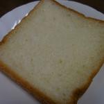 101586465 - トリコ食パン;断面