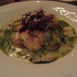 ピニョン - ホタテ貝のムニエル  茸のリゾット添え  バジルソース
