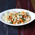 カトマンドゥ - 野菜とナッツのスパイス和え(Badam) 550円