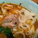 観悟雲 - 「高菜牛肉刀削麺」の大盛り