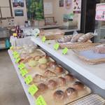 焼きたてパン屋JiJi - 店内