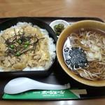ポーシェール - 料理写真:親子重680円 お蕎麦300円