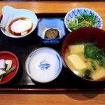 惣八鮨 - 料理写真:惣八鮨 @氷川台 ランチに付く味噌汁・小鉢など