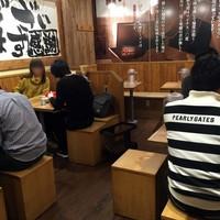 旭川味噌ラーメン ばんから-2階はテーブル席。