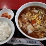 桃花園 - 広東麺850円+半ライス180円