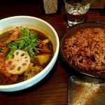 101621162 - チキンと野菜のスープカレー&寝かせ玄米