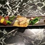 魚貝三昧 げん屋 - 本日はお正月特別バージョン       左から黒豆と安納芋、菜の花とまぐろ生ハムの黄身酢がけ、       うずら松風、せりの白和え、蓮根チップスの5種盛り
