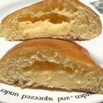 ラボアット ルジュエ - クリームパンの断面