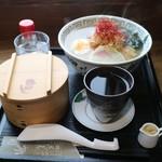 101627084 - 比内地鶏塩ラーメンセット(1100円)と熱燗(400円)