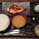 101634957 - 大山鶏の香味刺身ステーキ定食880円+ごはん大盛50円
