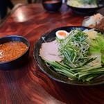 廣島つけ麺本舗 ばくだん屋 -