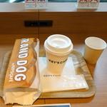 キーズカフェ - モーニンググランドッグマスタードケチャップ400円、モーニングカフェラテ200円