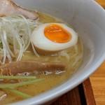 九六亭 - 濃厚鶏白湯(醤油味)