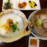 HAKATA ONO - 中華粥ランチ980円。 蒸篭で供される点心3個付きです。