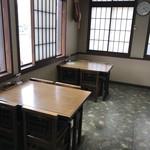 そば処 大喜 - 店内テーブル席