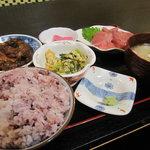 九州一食堂 - 黒豚角煮と極美味本生マグロ定食