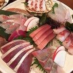 三浦頂食堂 - いつもプリプリ。新鮮なお刺身の頂き盛り。