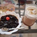 横浜亜熱帯茶館 - 仙草(ツェンツァオ)ゼリー(350円)、マサラチャイ(1100円)