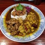 101653783 - 鶏のスパイス煮込カリィ、四川麻婆豆腐カリィ、生ラムクミン炒めカリィの三種あいがけ+魯肉トッピング