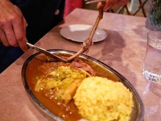 ナイルレストラン - 鶏肉の脚を丸ごと一脚!
