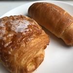 クリオロ - デニッシュ・フロマージュ(左)&塩パン(右)