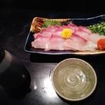 居酒屋ダイニング ミスターサンペイ - 黒瀬ぶりの薄造り600円全景