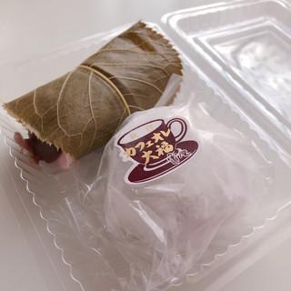 亀屋 - カフェオレ大福 172円 さくら餅 172円