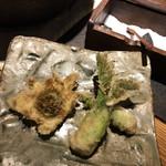 千寿 竹やぶ - タラの芽とふきのとうの天ぷらは粗塩で