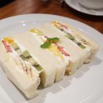 セントル ザ・ベーカリー - フルーツサンドイッチ(1800円)